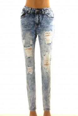 Módní modré trhané džíny